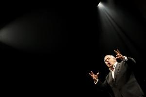 Foto de arquivo datada de 20 de abril 2010 do ator português Nicolau Breyner durante o ensaio do espetáculo comemorativo dos 50 anos de carreira, em Lisboa. O ator e realizador Nicolau Breyner, 75 anos, morreu hoje em casa, em Lisboa . ANDRE KOSTERS/LUSA