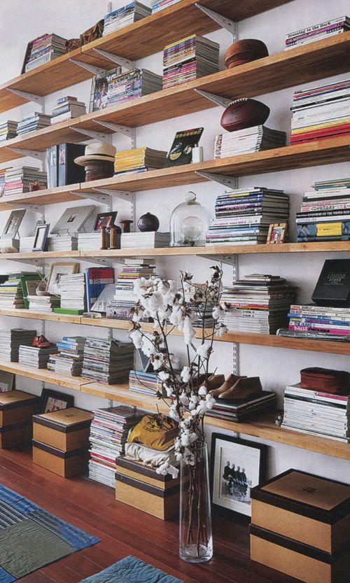 prateleiras-corridas-livros-objectos